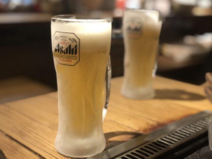 Mỗi người một ly bia nào.