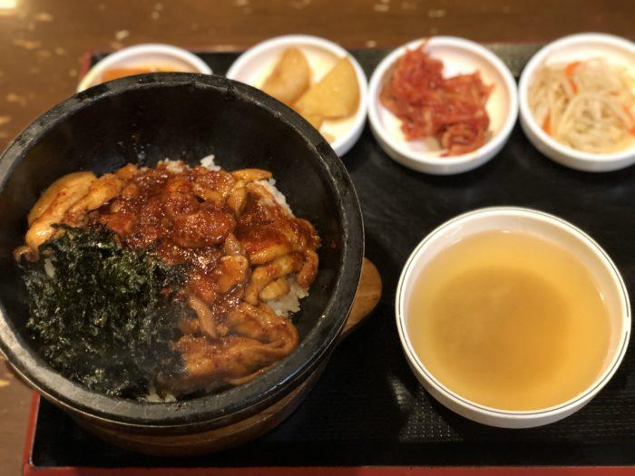 Bữa cơm tại quán Hàn